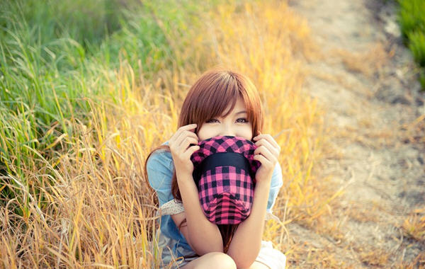迷人小梨涡美女野外可爱写真